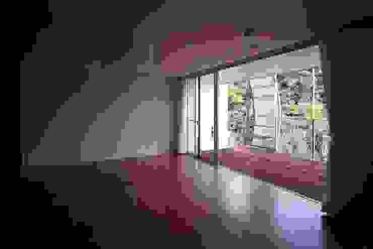 Phòng ngủ phong cách hiện đại bởi 株式会社ヨシダデザインワークショップ Hiện đại