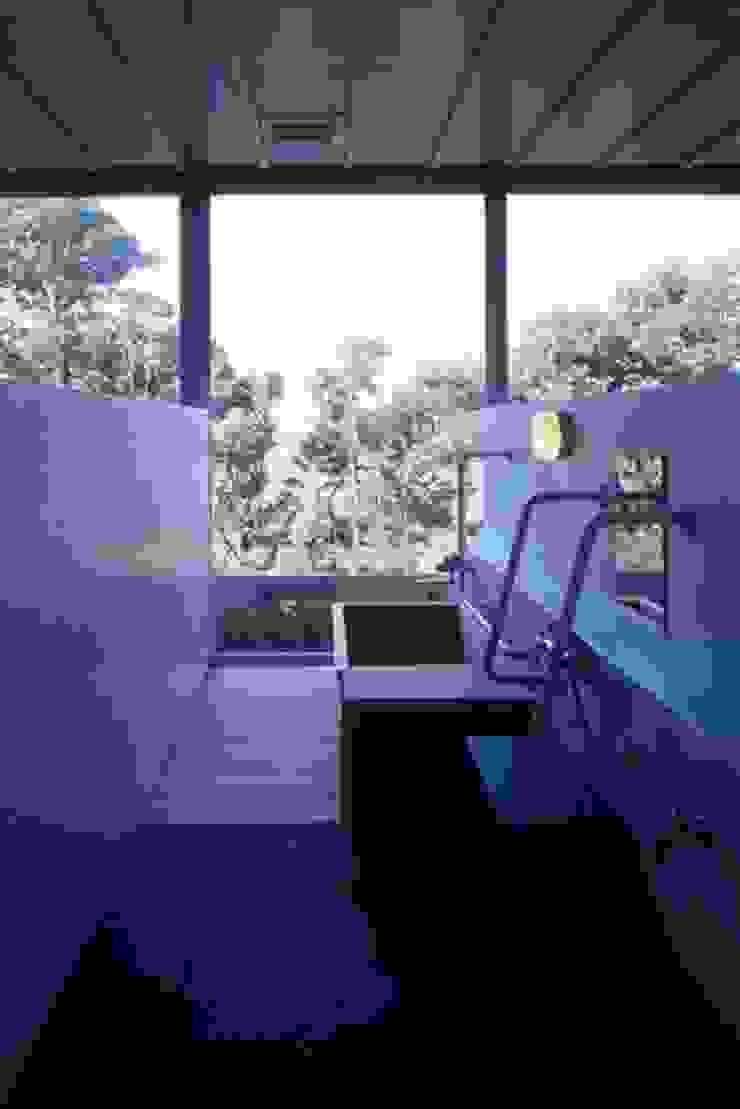 Phòng tắm phong cách hiện đại bởi 株式会社ヨシダデザインワークショップ Hiện đại