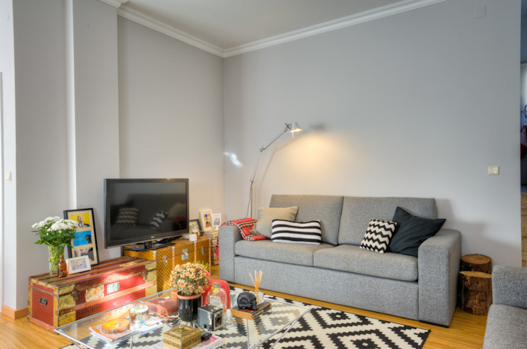Casa Oeiras : Salas de estar  por Santiago | Interior Design Studio