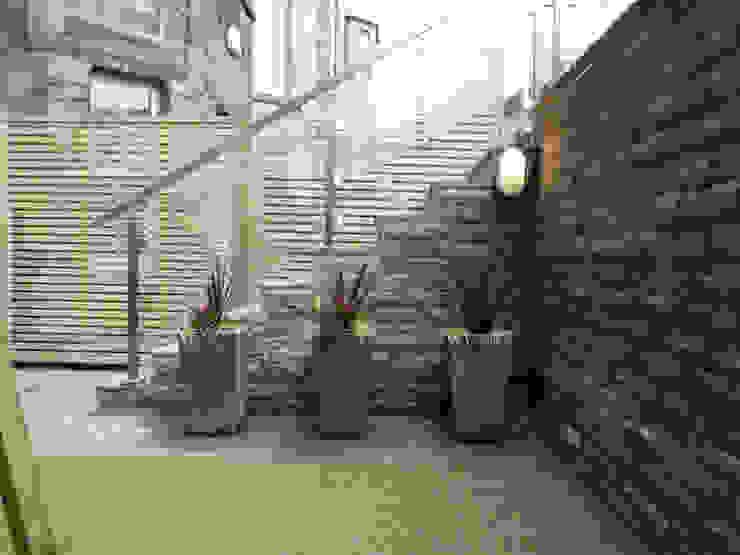 A courtyard garden de Anne Macfie Garden Design Moderno