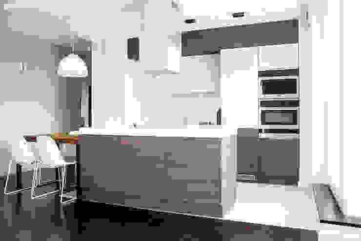Apartament w Soho-Factory Warszawa Nowoczesna kuchnia od I Home Studio Barbara Godawska Nowoczesny
