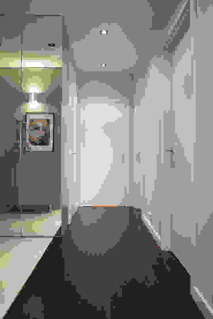 Apartament w Soho-Factory Warszawa Nowoczesny korytarz, przedpokój i schody od I Home Studio Barbara Godawska Nowoczesny