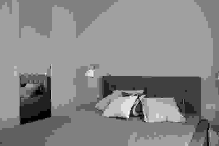 Apartament w Soho-Factory Warszawa Nowoczesna sypialnia od I Home Studio Barbara Godawska Nowoczesny