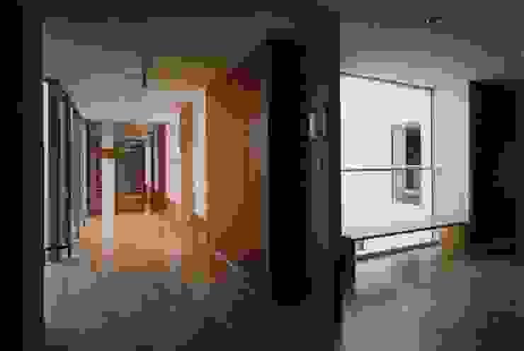 廊下 モダンスタイルの 玄関&廊下&階段 の 株式会社ヨシダデザインワークショップ モダン