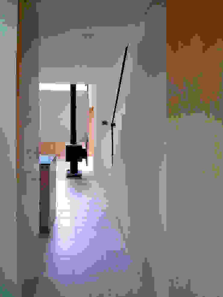 木立に佇む家 北欧スタイルの 玄関&廊下&階段 の 設計事務所アーキプレイス 北欧