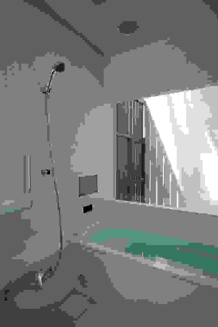 木立に佇む家 モダンスタイルの お風呂 の 設計事務所アーキプレイス モダン