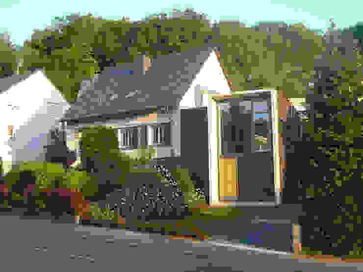 Strassenansicht Minimalistische Häuser von wilhelm und hovenbitzer und partner Minimalistisch