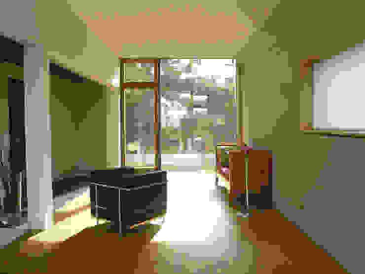 Anbau innen Minimalistische Wohnzimmer von wilhelm und hovenbitzer und partner Minimalistisch