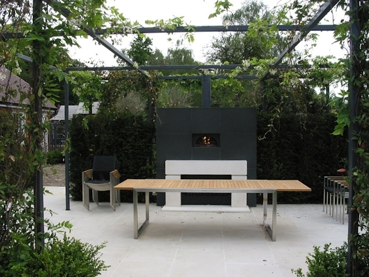 Garden by wood-fired oven,