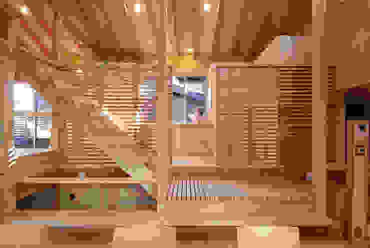 โดย 豊田空間デザイン室 一級建築士事務所 ผสมผสาน
