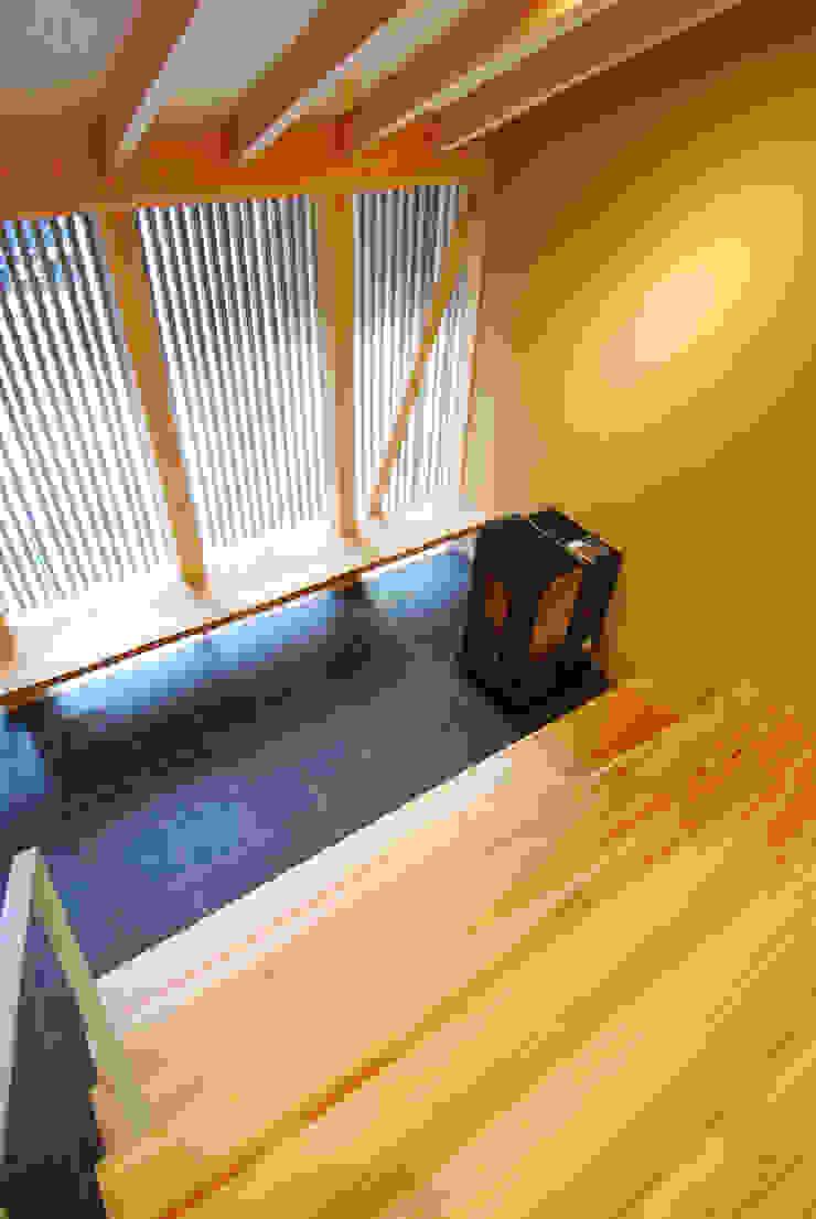 大階段、土間見下ろし オリジナルスタイルの 玄関&廊下&階段 の 豊田空間デザイン室 一級建築士事務所 オリジナル