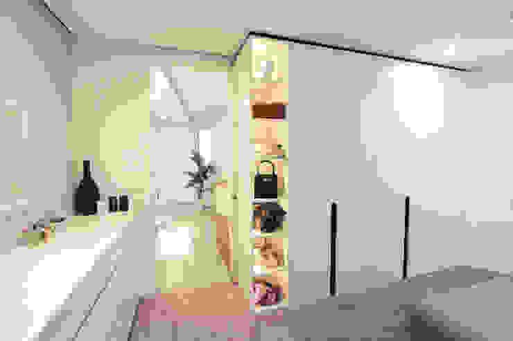 por La Casa Wohnbau GmbH Moderno