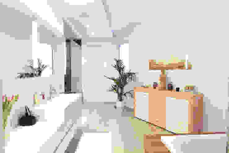 Baños de estilo  por La Casa Wohnbau GmbH, Moderno
