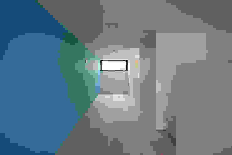 設計事務所アーキプレイス Salas multimedia de estilo moderno