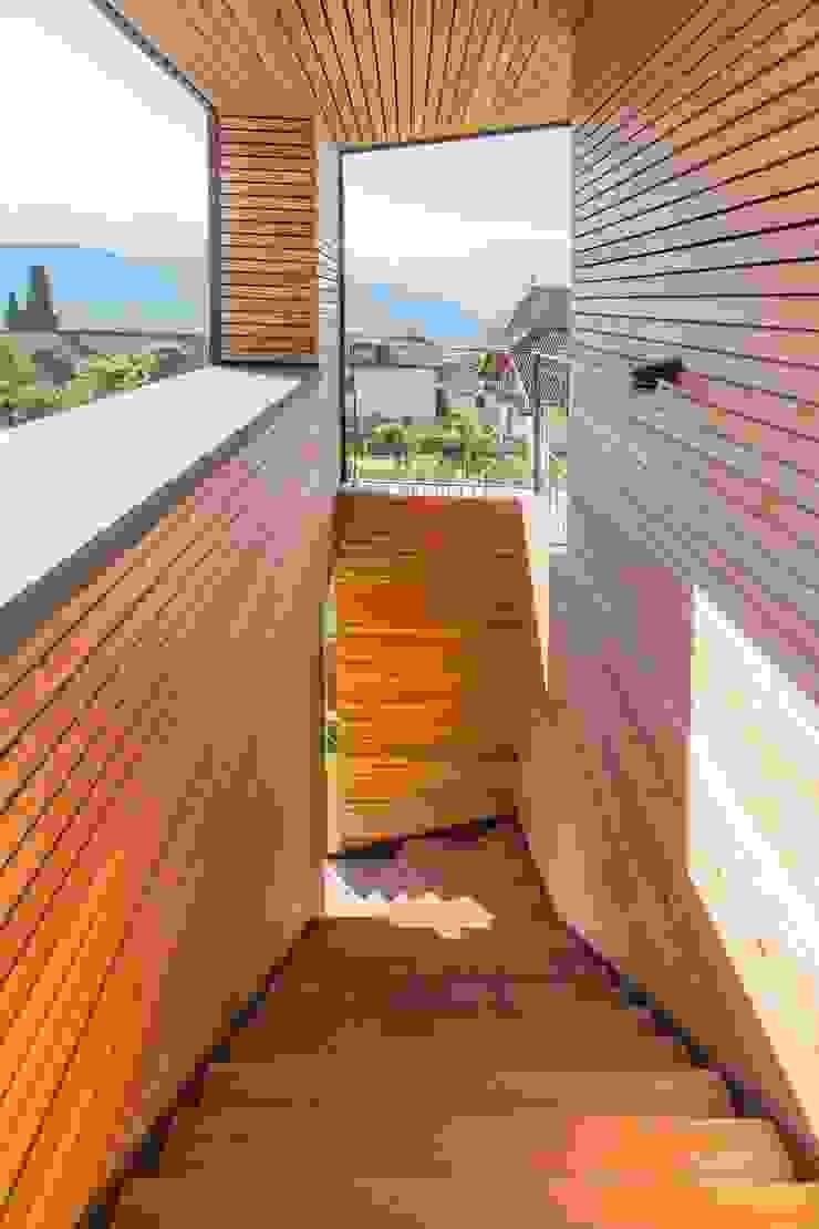 Modern Corridor, Hallway and Staircase by Manuel Benedikter Architekt Modern