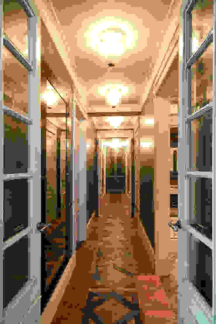 Irina Tatarnikova Eclectic style corridor, hallway & stairs