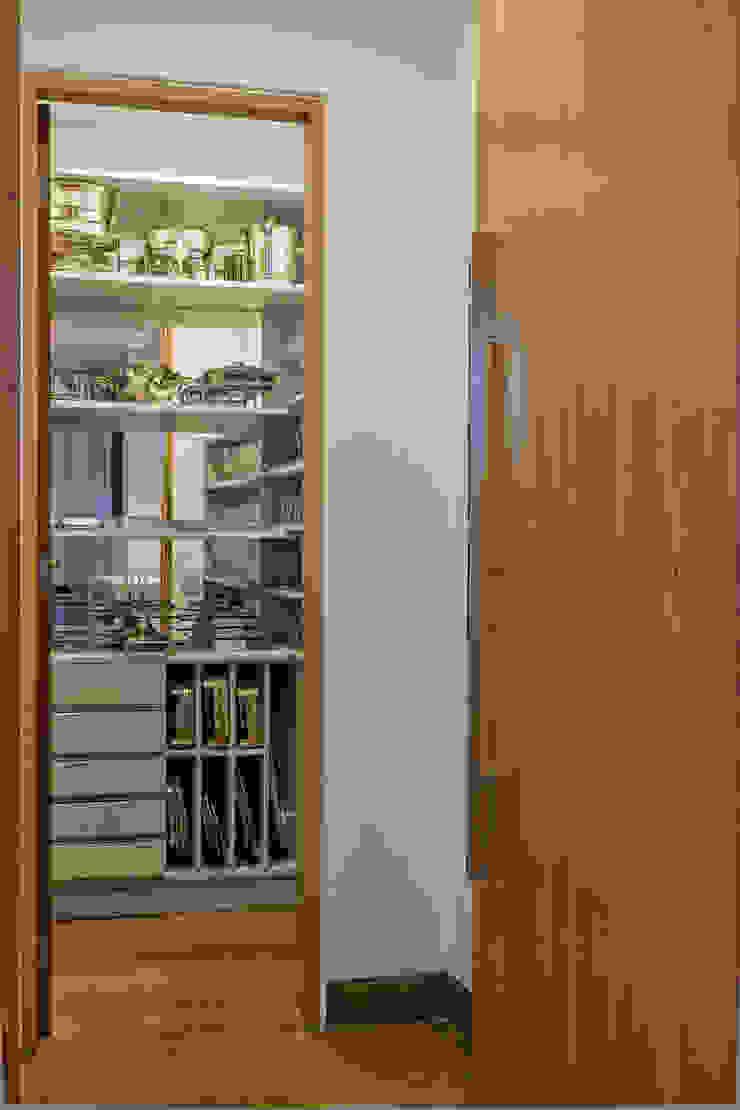 Closet de Louças Lage Caporali Arquitetas Associadas Closets