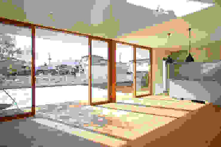 くるりのある家: 設計事務所アーキプレイスが手掛けた窓です。,北欧