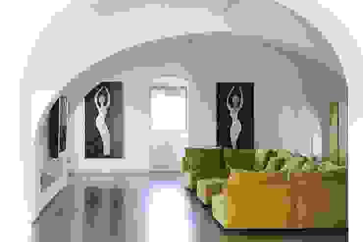 Ristrutturazione casa colonica Soggiorno minimalista di CuboBianco Minimalista