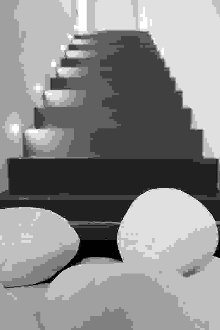 Ristrutturazione casa colonica Ingresso, Corridoio & Scale in stile minimalista di CuboBianco Minimalista
