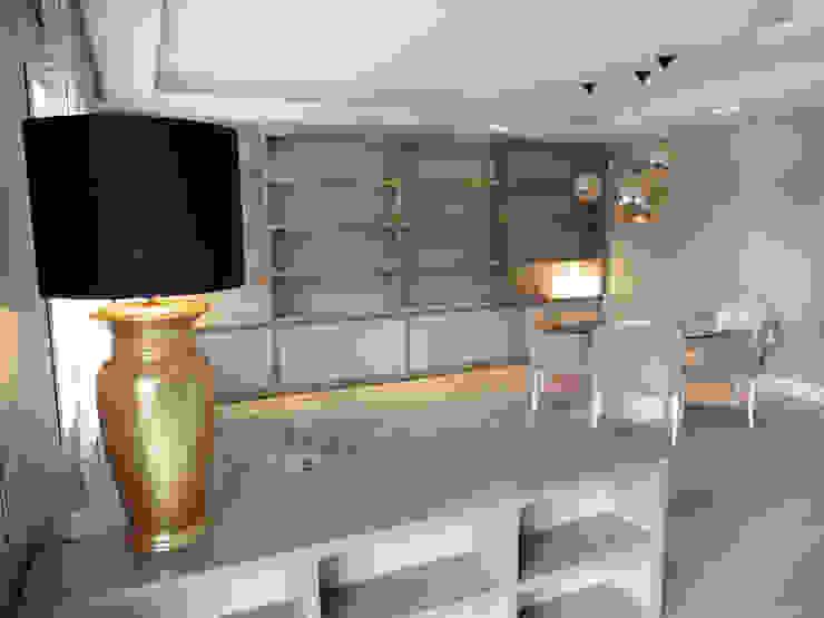 LF24 Arquitectura Interiorismo ห้องนั่งเล่นชั้นวางของ