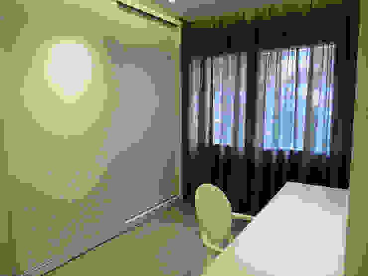 LF24 Arquitectura Interiorismo ห้องแต่งตัวที่เก็บของ