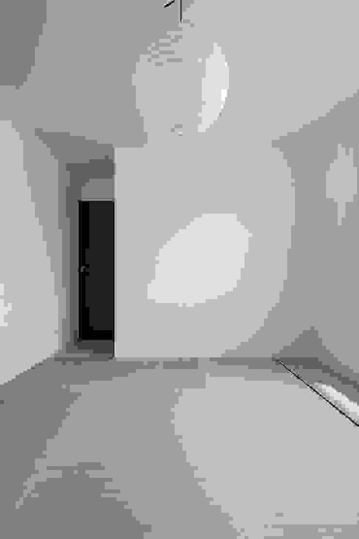 和室 モダンスタイルの寝室 の 前田敦計画工房 モダン