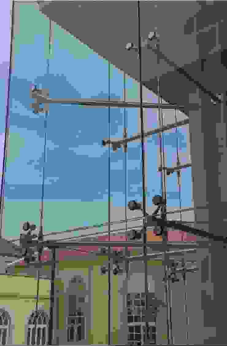 Detalhe da fachada Casas mediterrânicas por Pentagonal Mediterrânico