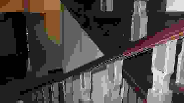 Classic style corridor, hallway and stairs by Архитектор Владимир Калашников Classic