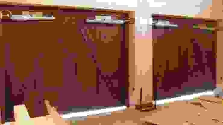 Classic style garage/shed by Архитектор Владимир Калашников Classic