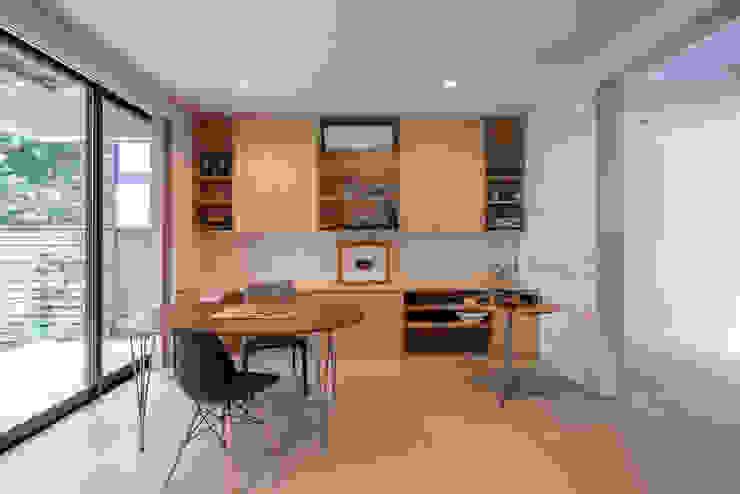 緑あふれるアトリエのある家 設計事務所アーキプレイス モダンデザインの 多目的室