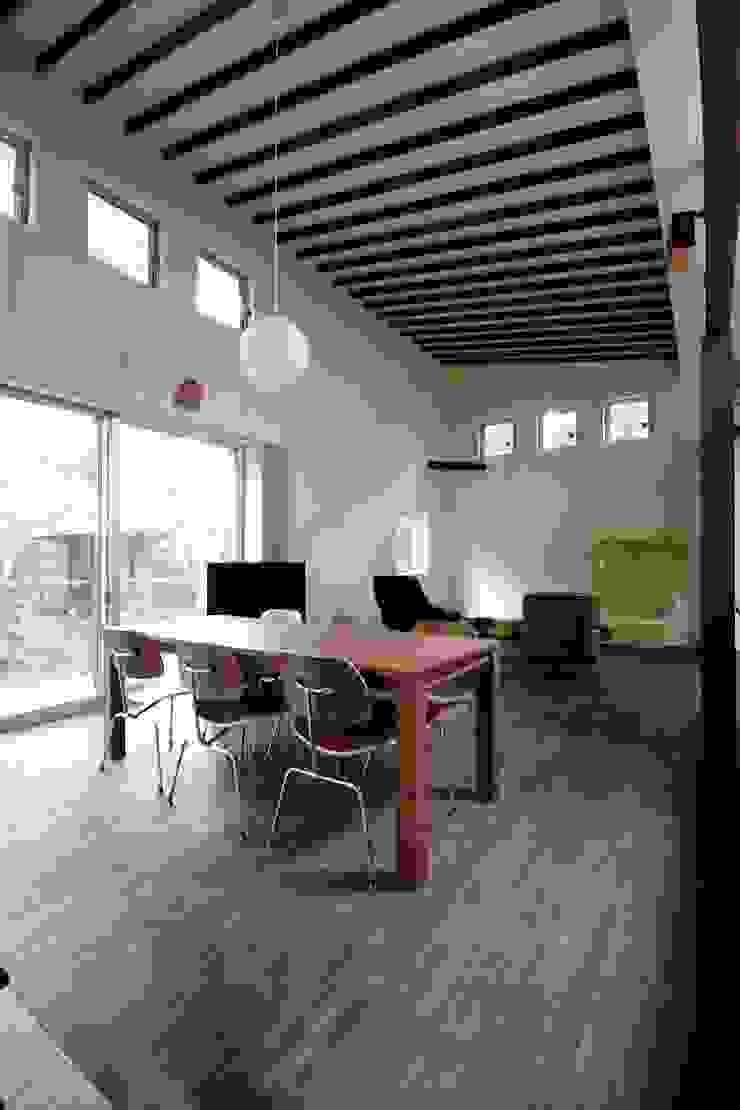 木のダイニングテーブル モダンデザインの ダイニング の 前田敦計画工房 モダン