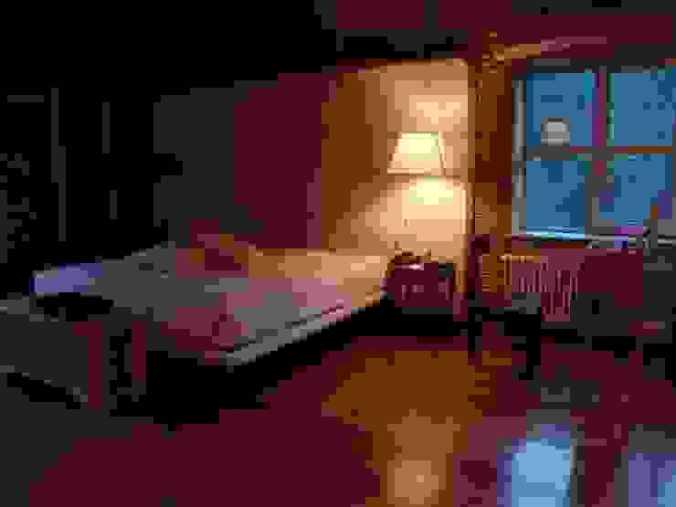 Dormitorios clásicos de Архитектор Владимир Калашников Clásico
