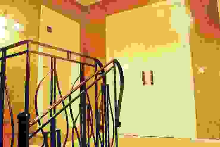 Архитектор Владимир Калашников Classic style corridor, hallway and stairs
