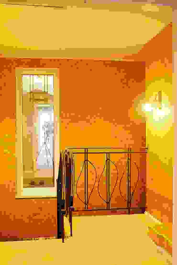 Частный дом 3 Коридор, прихожая и лестница в классическом стиле от Архитектор Владимир Калашников Классический