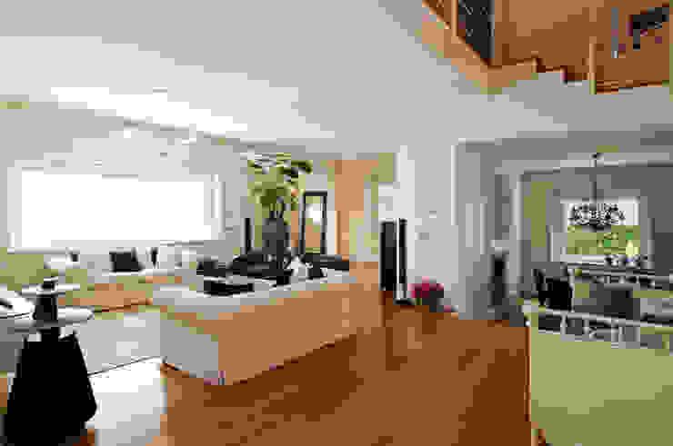 FASE ARCHITETTI ASSOCIATI 现代客厅設計點子、靈感 & 圖片