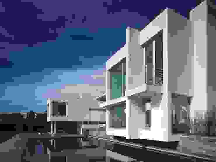 Volumetria de la fachada sur Casas de estilo mediterráneo de SOLER-MORATO ARQUITECTES SLP Mediterráneo
