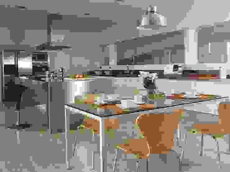 Cocina Cocinas de estilo moderno de SOLER-MORATO ARQUITECTES SLP Moderno