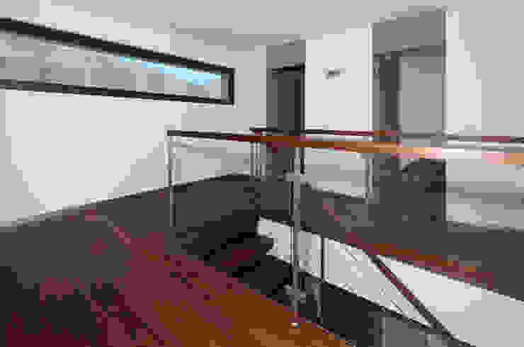 Villa mit Pool Moderner Flur, Diele & Treppenhaus von Unica Architektur AG Modern