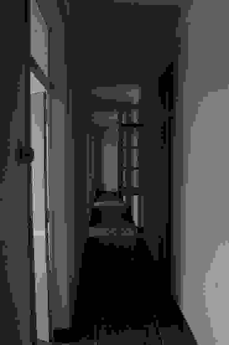 Apartamento à Estefânia por Arquitectos Associados Moderno