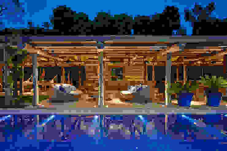 Rustic style balcony, veranda & terrace by Beth Nejm Rustic