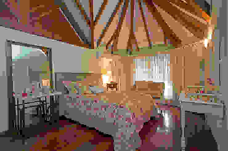 Country style bedroom by Eliana Berardo Arquitetura e Construção Country