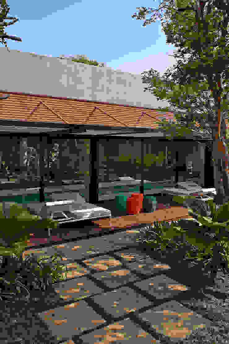 Modern balcony, veranda & terrace by Beth Nejm Modern