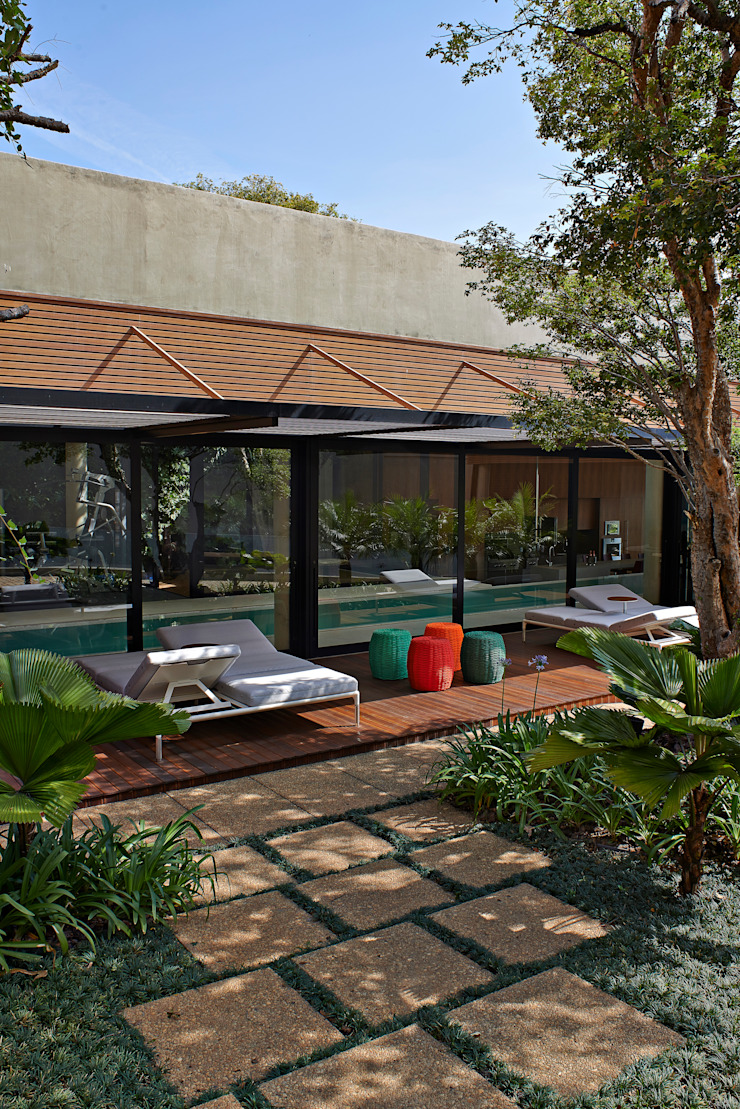 Moderner Balkon, Veranda & Terrasse von Beth Nejm Modern
