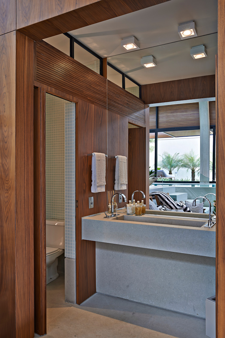 Modern style bathrooms by Beth Nejm Modern