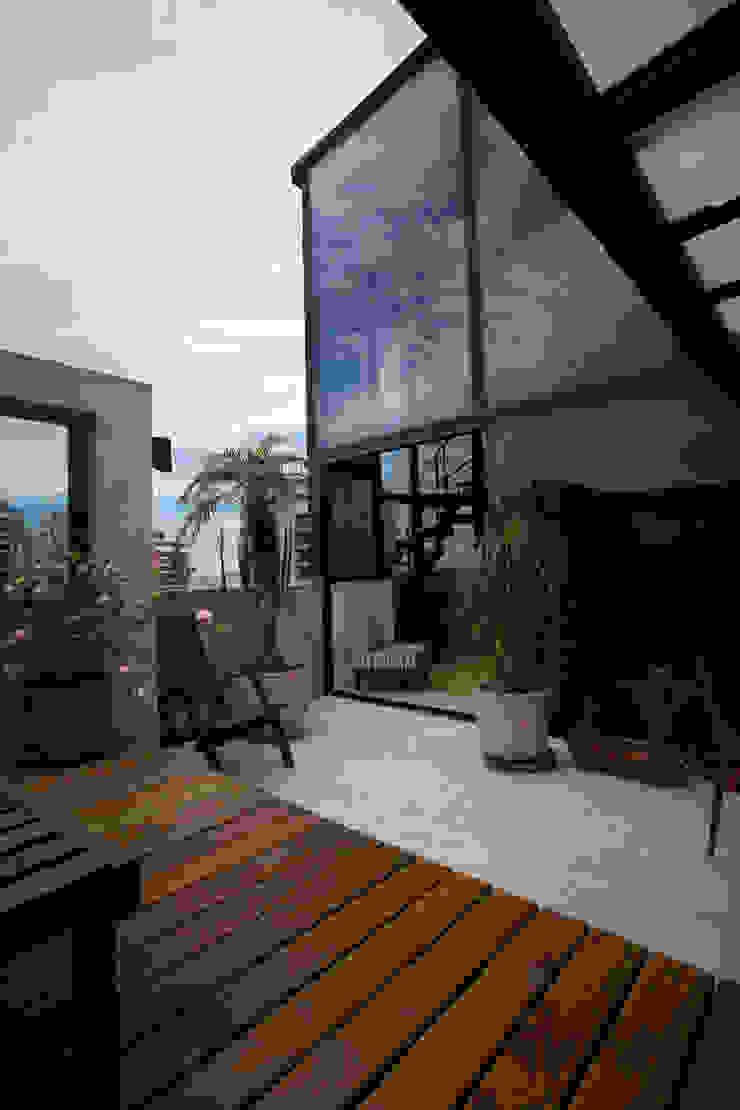 Apartamento Abilio Soares Varandas, alpendres e terraços modernos por Maristela Faccioli Arquitetura Moderno