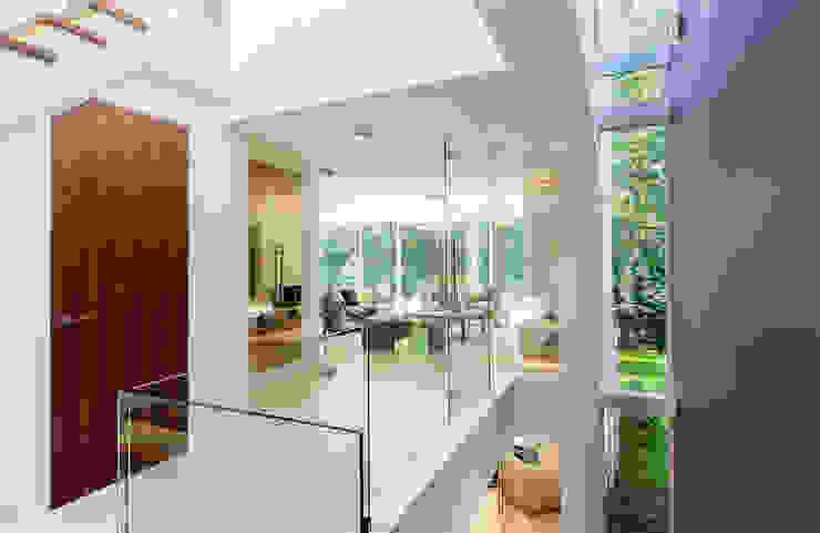 Park Show Home WN Interiors + WN Store Modern corridor, hallway & stairs