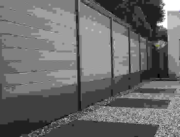 Deck-linéa Jardines de estilo moderno