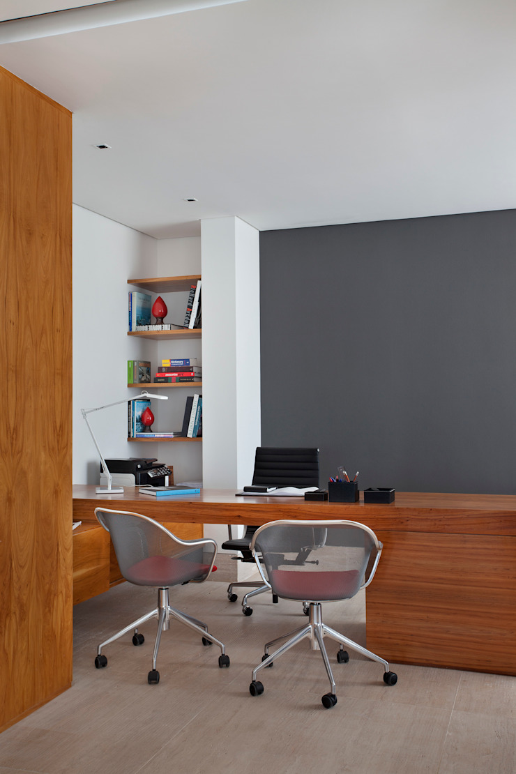 Cobertura Pancetti Escritórios minimalistas por InTown Arquitetura e Construção LTDA Minimalista