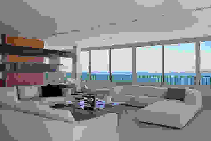 Cobertura Pancetti Salas de estar minimalistas por InTown Arquitetura e Construção LTDA Minimalista